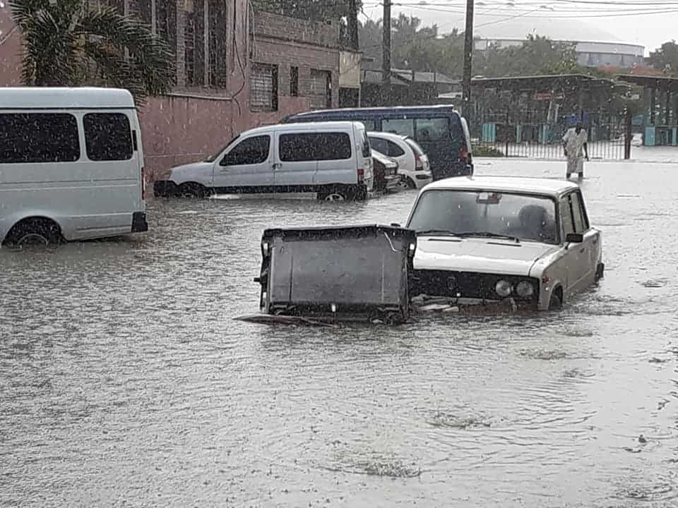 Severa tormenta causa inundaciones en la Habana