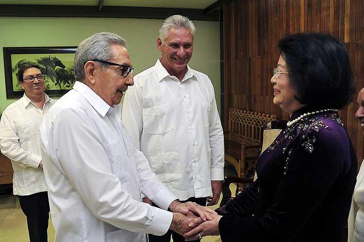 Raúl y Díaz-Canel reciben a la vicepresidenta de Vietnam