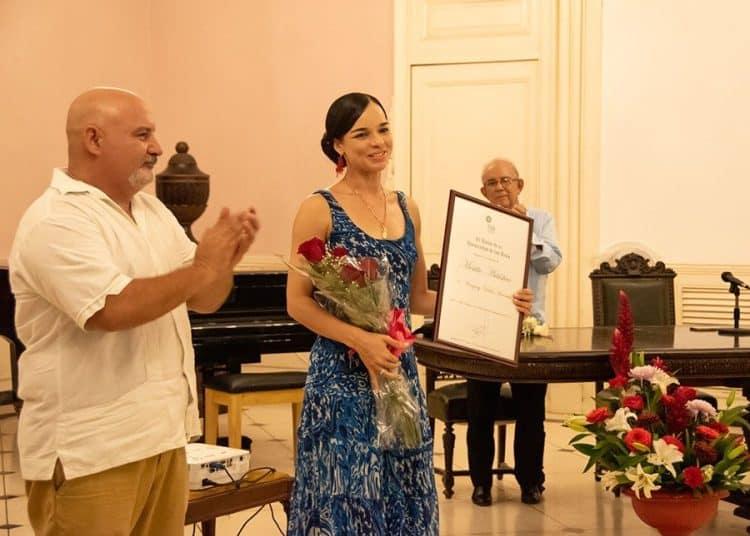 Viengsay Valdés recibe Condición de Mérito Artístico del ISA