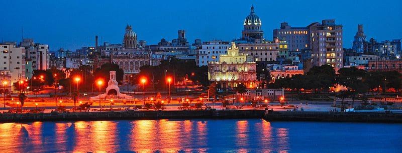 Las Bahías de Cuba resplandecen de noche