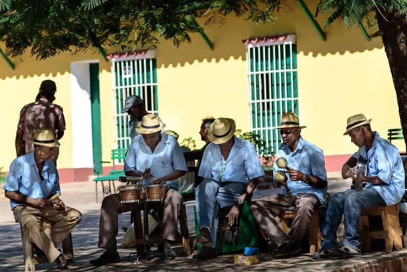 Presentación de Buena Vista Social Club en una calle de Cuba