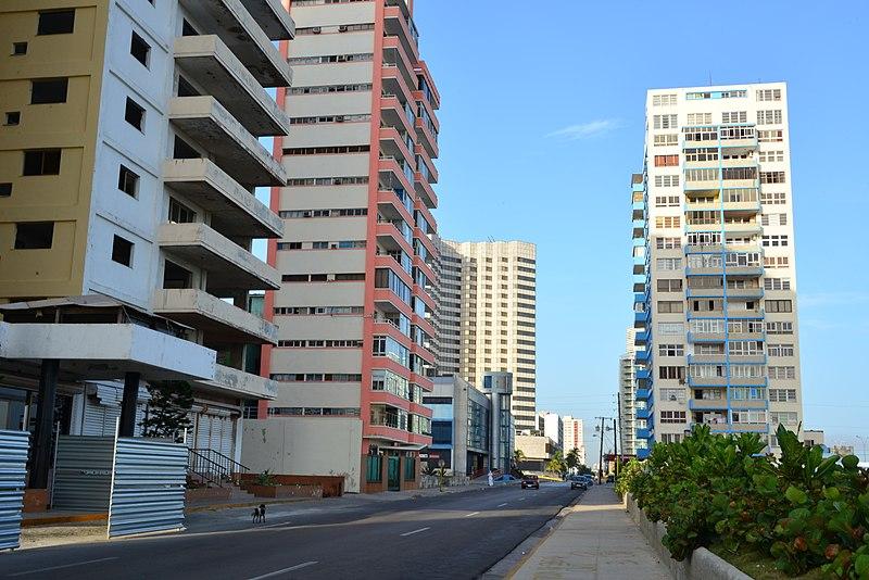 Modernos edificios en El Vedado