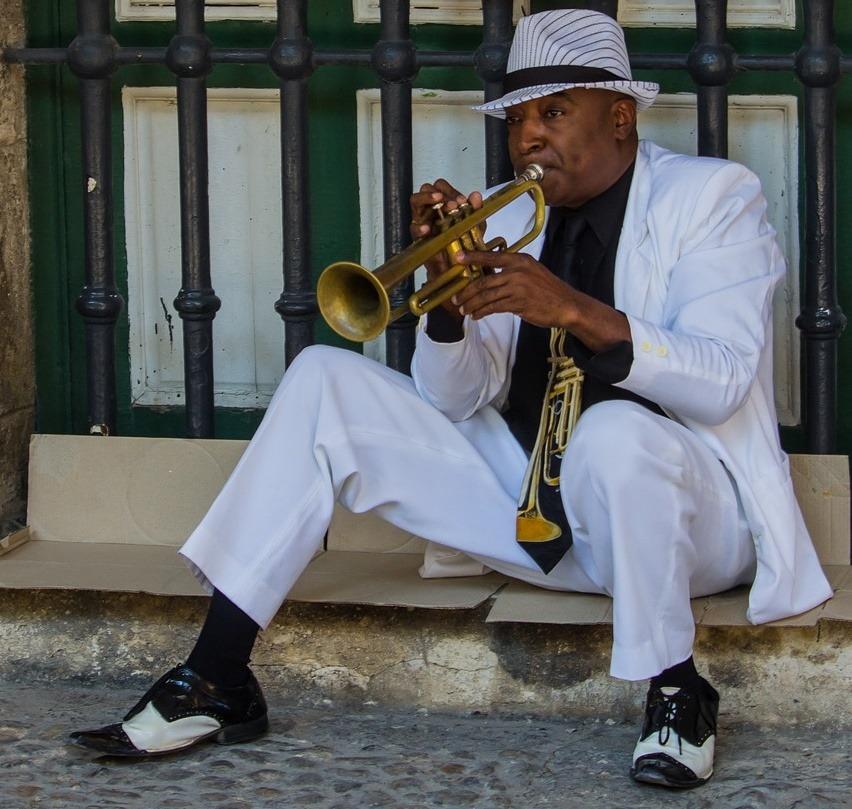 Los cubanos llevamos la música en la sangre, hasta que se seque el Malecón
