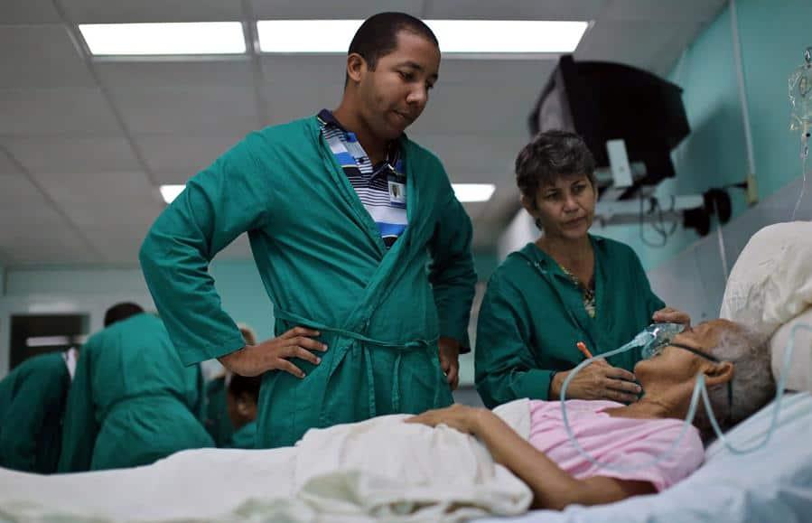 Cuba y Ecuador confirman fin de los pactos de servicios médicos y científicos