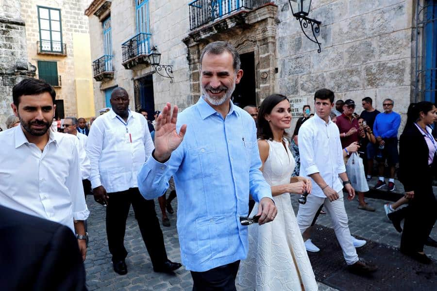 Los reyes de España pasean por la Habana Vieja
