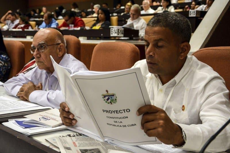 Cuba elige gobernadores ajustándose a nueva Constitución