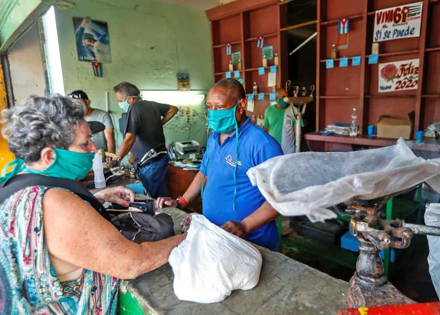 Cuba suma reporta la mayor cifra mensual de COVID-19 en diciembre