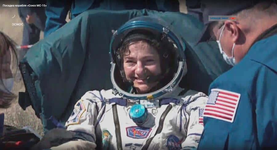 La Soyuz aterriza entre estrictas medidas de seguridad sanitaria