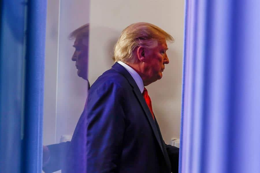 Trump endurece su política migratoria en medio de la crisis del coronavirus