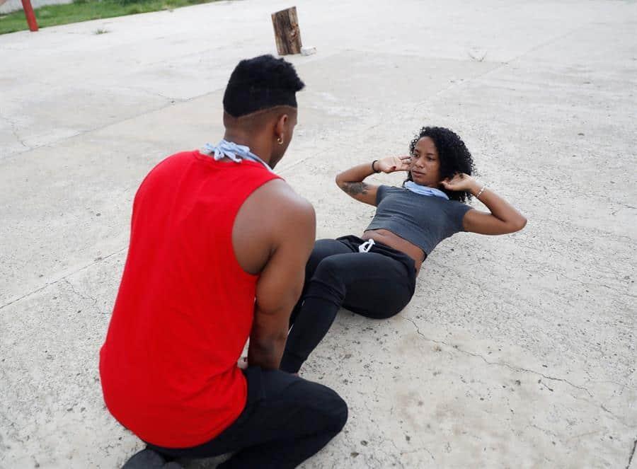 Cuba baila confinada en casa mientras se alzan los telones