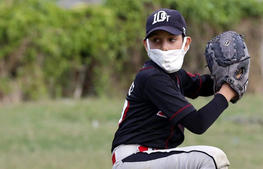 El béisbol, un sueño por el que los cubanos retan al coronavirus