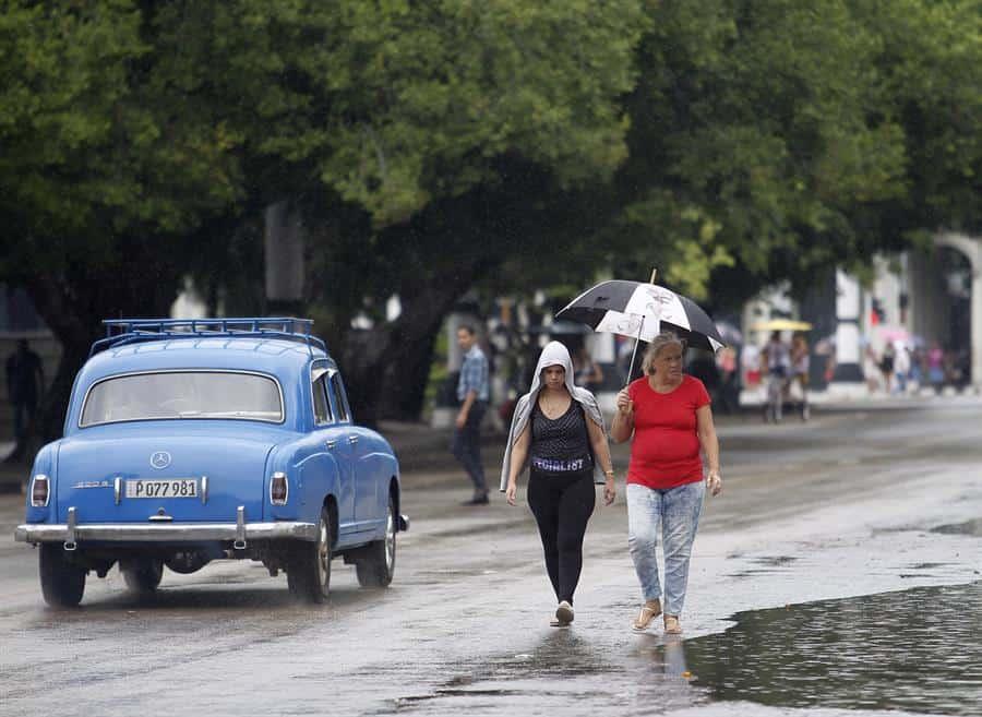 Lluvias y un tornado ocasionan inundaciones en el centro de Cuba