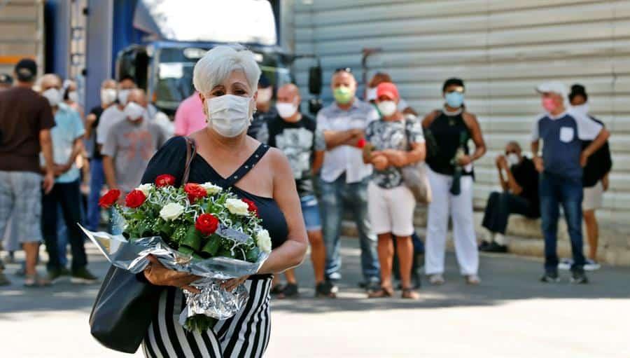 Cubanos despiden a su querida diva Rosita Fornés con flores y gran cariño