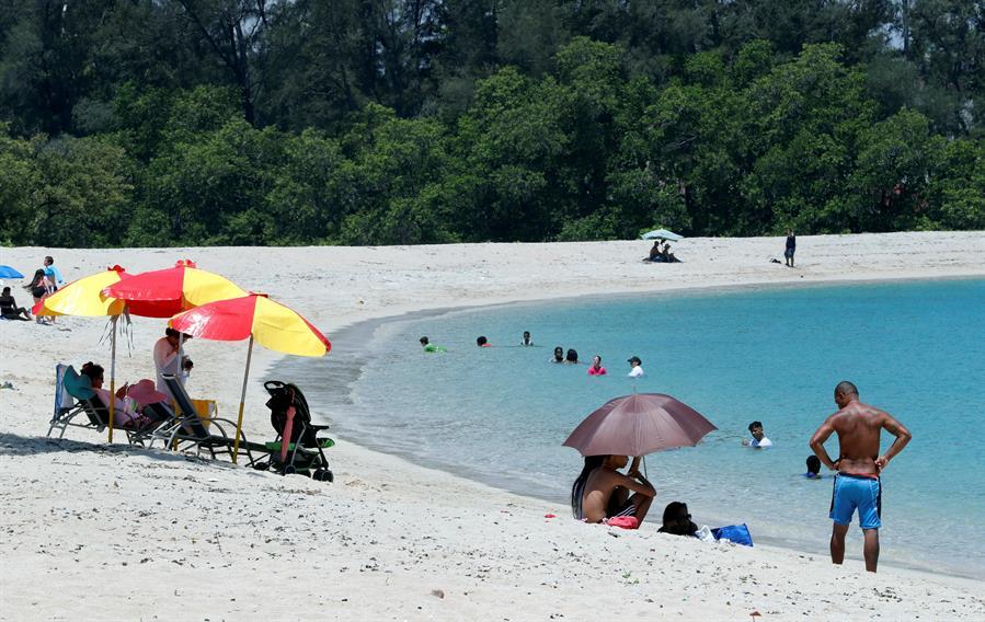 Los cubanos aprovechan para regresar a la playa