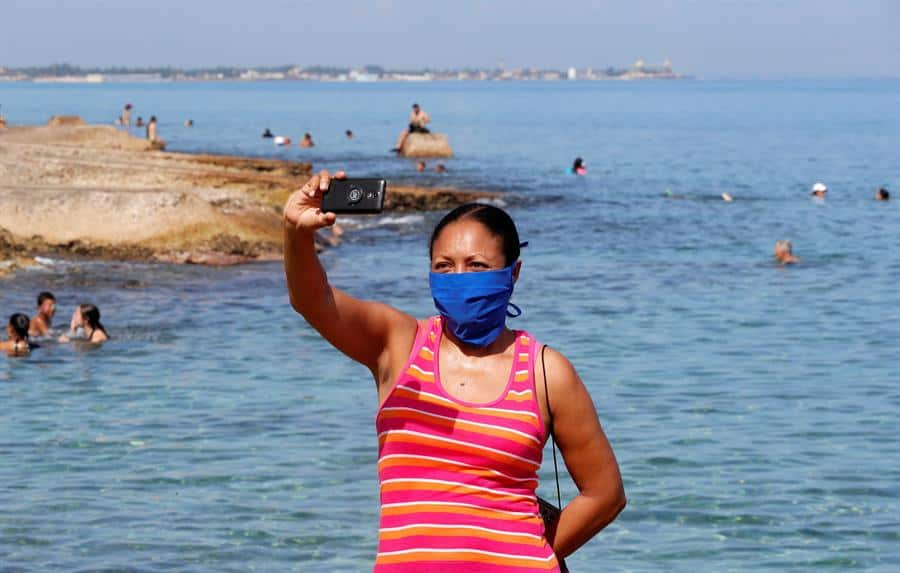 Maskenpflicht auch in Phase 3 | Bildquelle: https://www.todocuba.org/wp-content/uploads/2020/07/Cuba-inicia-el-20-de-julio-la-%C3%BAltima-fase-de-la-reapertura.jpg © EFE / Ernesto Mastracusa | Bilder sind in der Regel urheberrechtlich geschützt