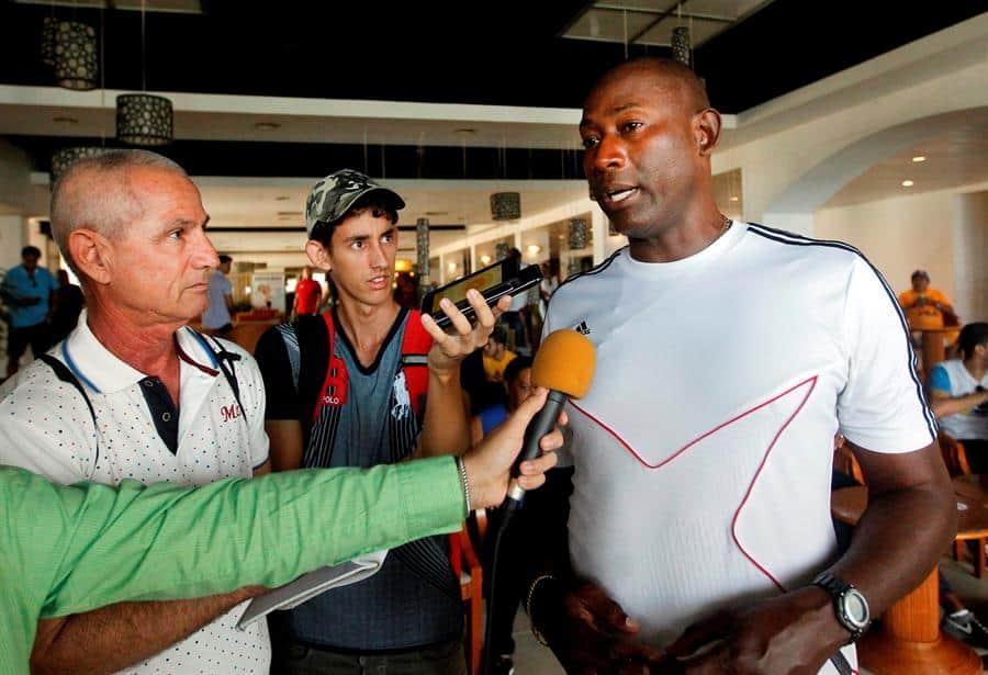 Erick Hernández establece nueva marca de dominio de balón