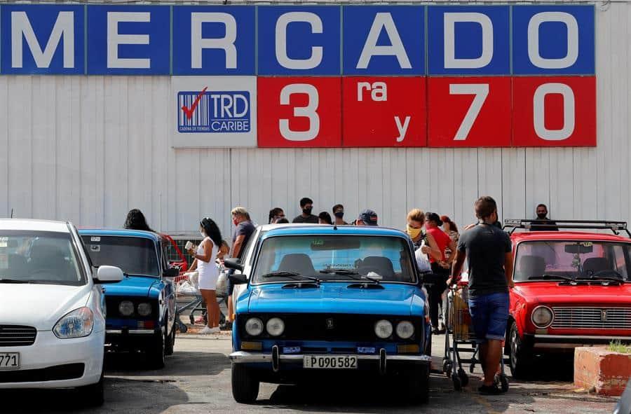 supermercados cubanos llenan sus estantes para quienes pagan con divisas