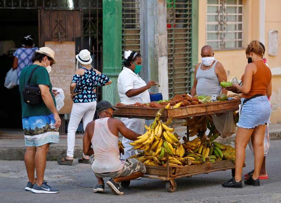 Cuba reduce a 17 los casos diarios de COVID tras varios días en alza