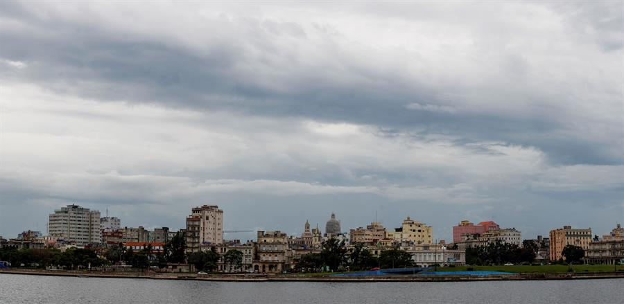 Cuba se prepara para enfrentar a la vez las tormentas Marco y Laura