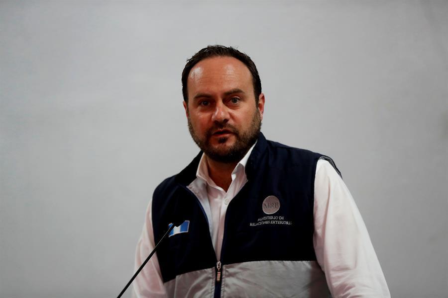 Interpelarían a Canciller de Guatemala por médicos cubanos