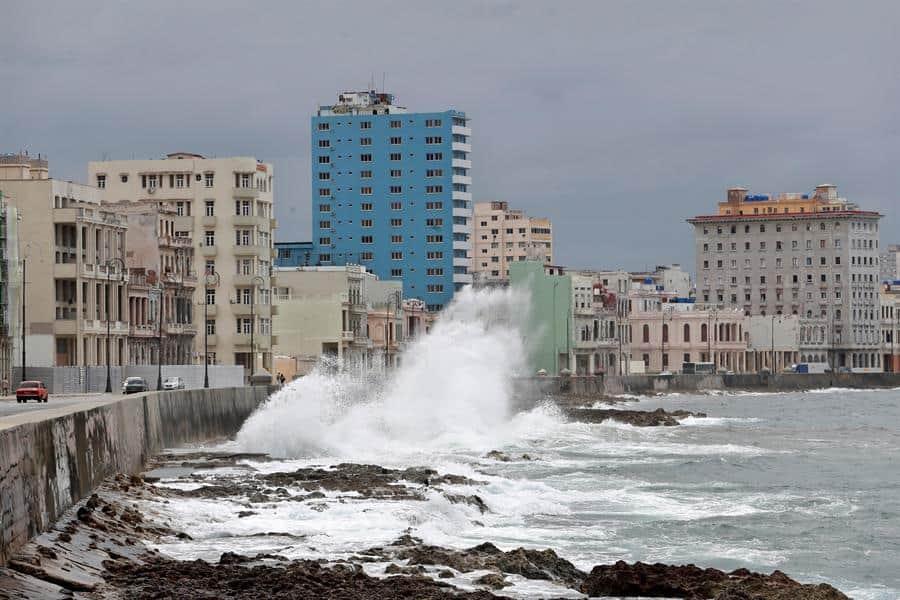 La tormenta Laura azota Cuba antes de su amenazante rumbo a EEUU como huracán