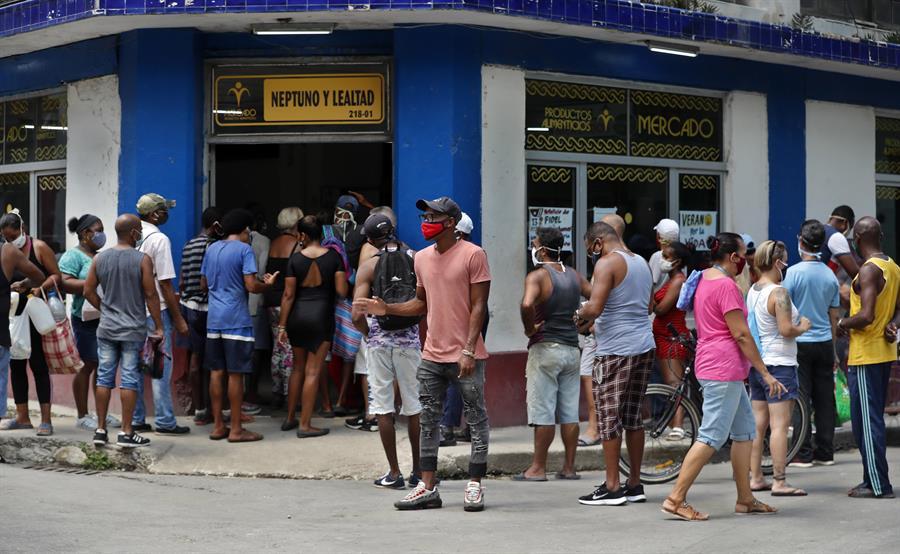 Los contagios no descienden en Cuba pese a las duras medidas en La Habana