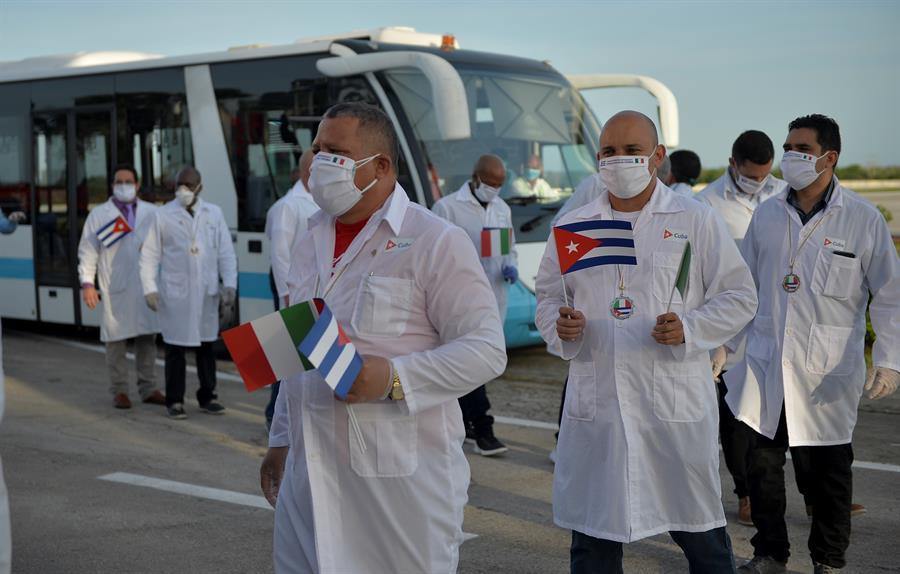 Denuncian presión a la OPS para desacreditar a médicos cubanos