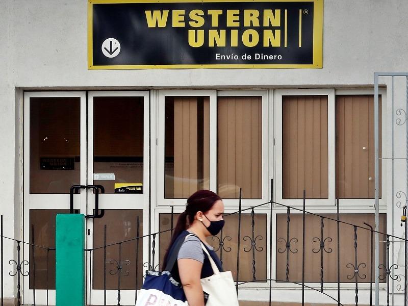 Militares no cederán negocio de remesas a Cuba