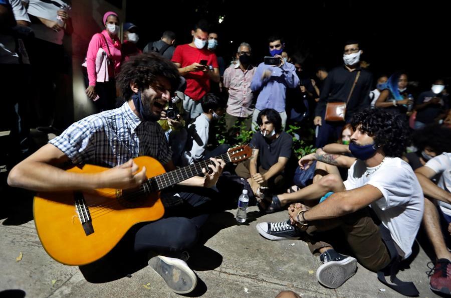 Artistas cubanos logran diálogo con el gobierno