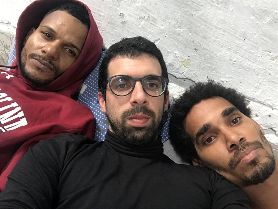Carlos Manuel Álvarez acompaña a opositores cubanos en huelga de hambre