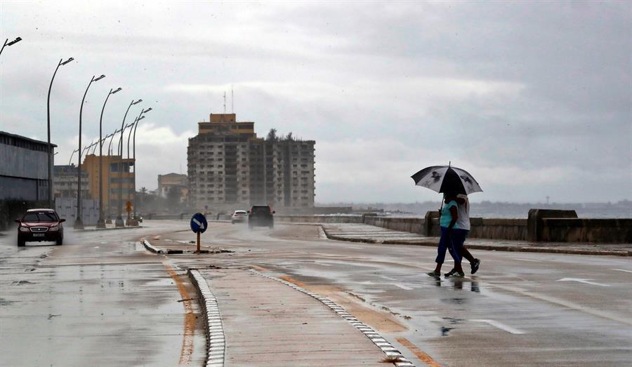 Cuba reactiva la alarma en su zona central por las intensas lluvias de Eta