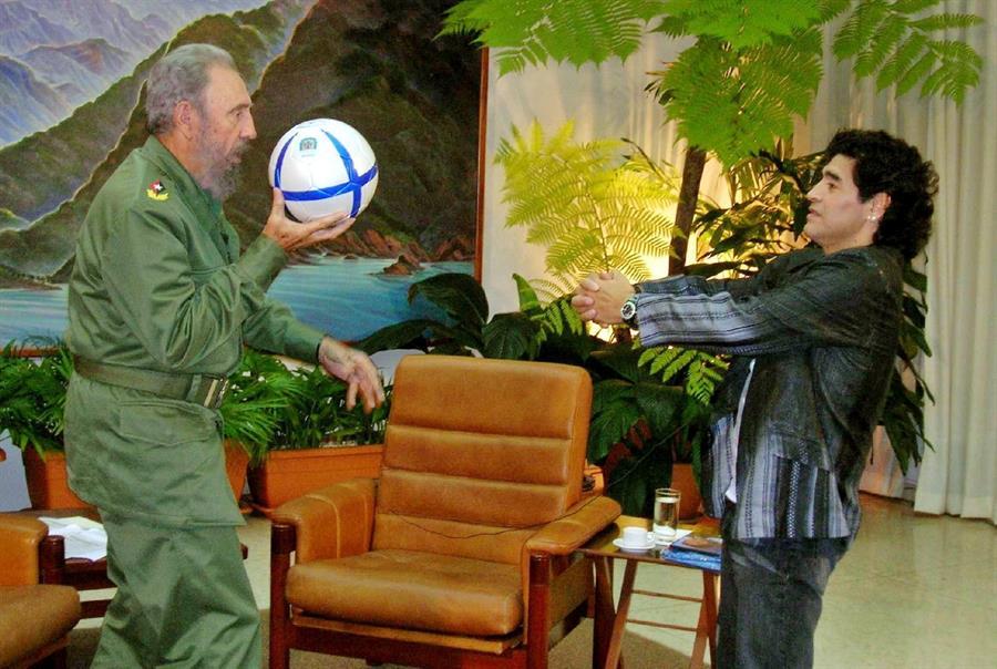 Diego Maradona y Fidel Castro en 2005