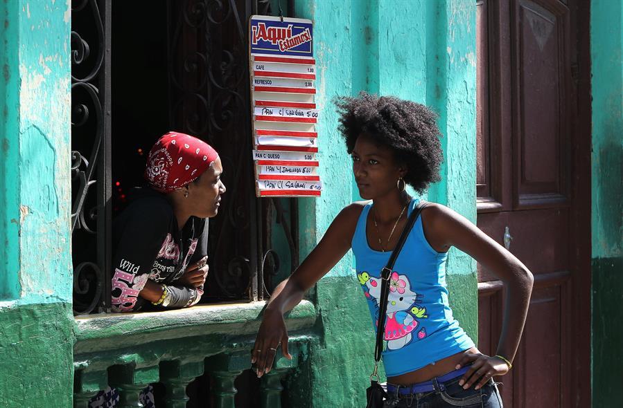 envío de remesas a Cuba cayó el 54,14 % en 2020 por la covid-19