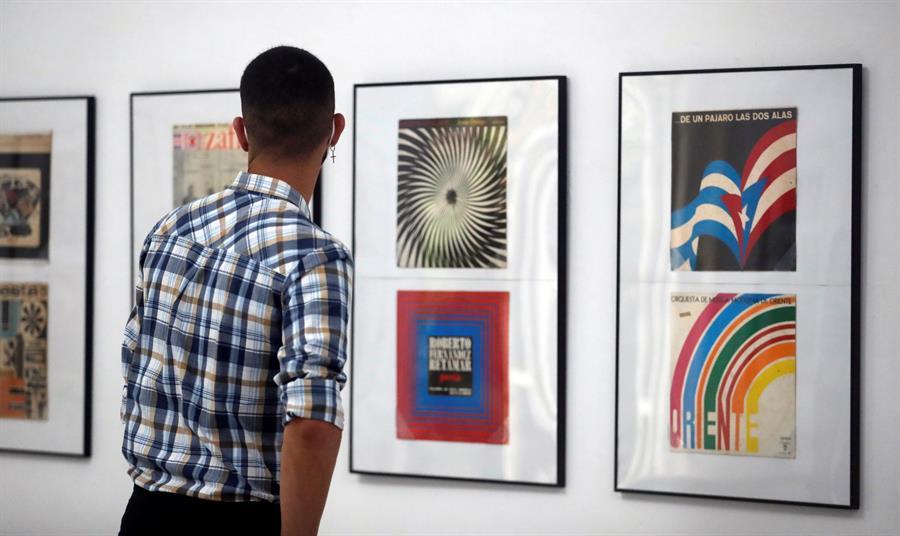 Una exposición celebra la voz cantante del diseño discográfico en Cuba