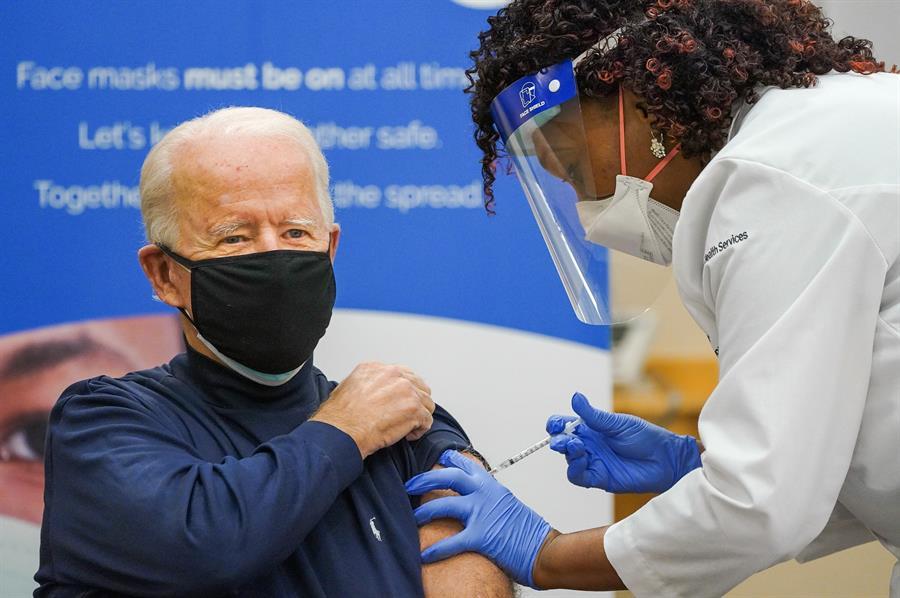Biden recibe la vacuna de la covid en público No hay nada de qué preocuparse