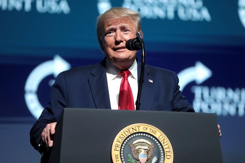 Donald Trump firmó paquete de estímulo por la pandemia