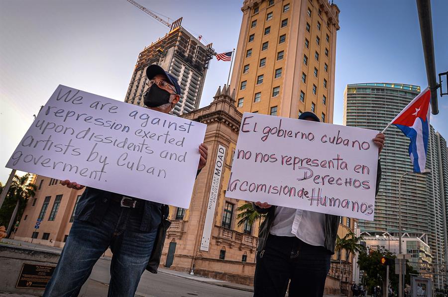 """""""San Isidro somos todos"""", gritan cubanos concentrados en Miami"""