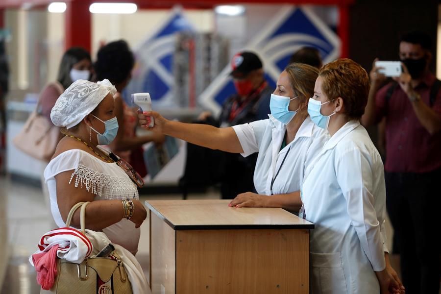 Cuba cierra diciembre con la mayor tasa de contagios de COVID-19