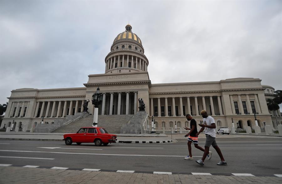 Descienden los casos diarios de COVID-19 en Cuba tras semana récord